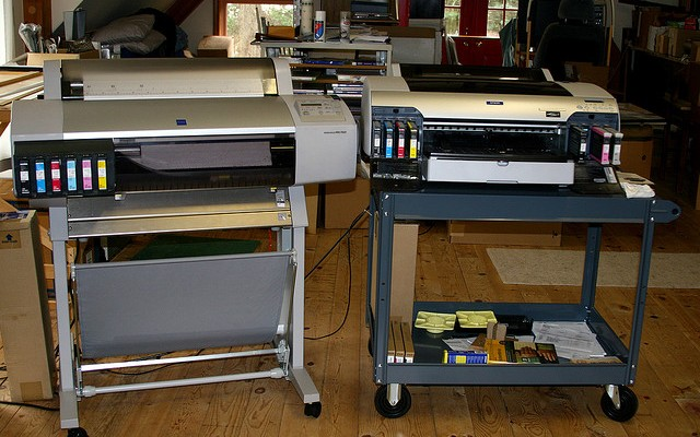 In-house or Outsource? A Quick Guide to Efficient Printing