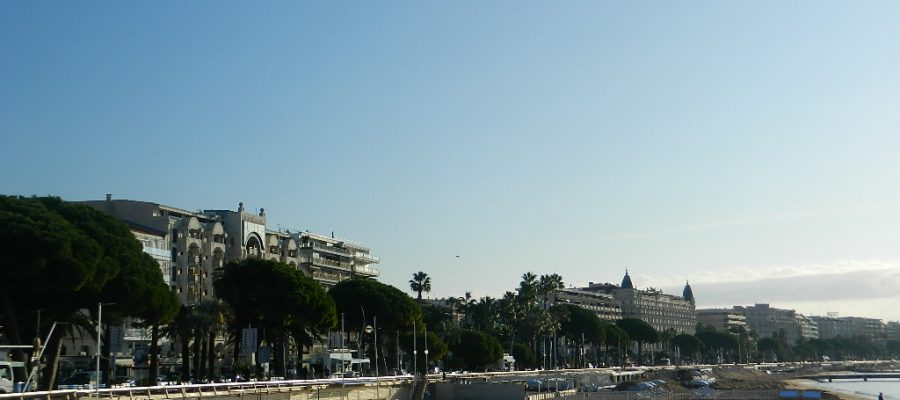 5 Tips to Planning Your Honeymoon in Cannes