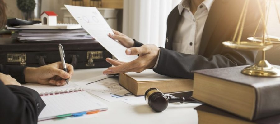 Business Law: 5 Reasons You Need a Lawyer for Your Business